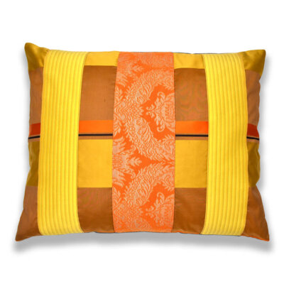 Hier sehen Sie ein farbenfrohes Kissen-Unikat in verschiedenen, starken Farben und unterschiedlichen Stoffen von AN-NA Design, einer kleinen Kissen-Manufaktur im Bergischen Land.